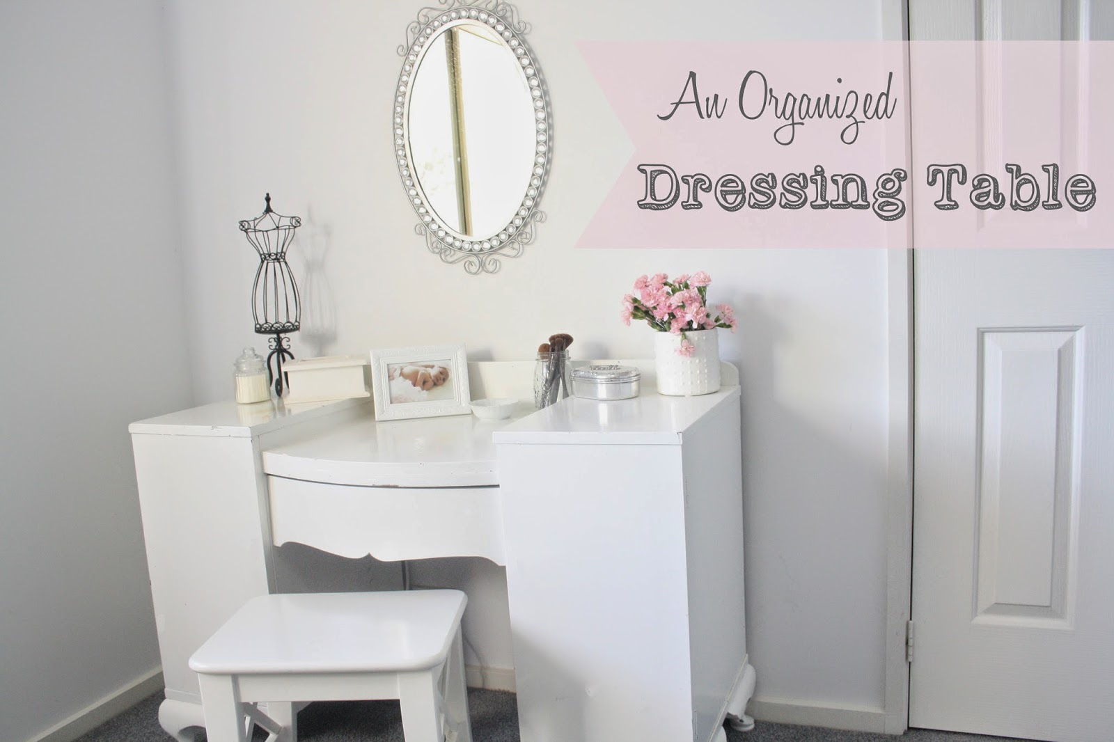 How to organize a dressing table